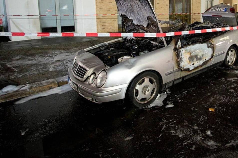 Maskierte randalieren in Kreuzberg! 28 Autos zerstört