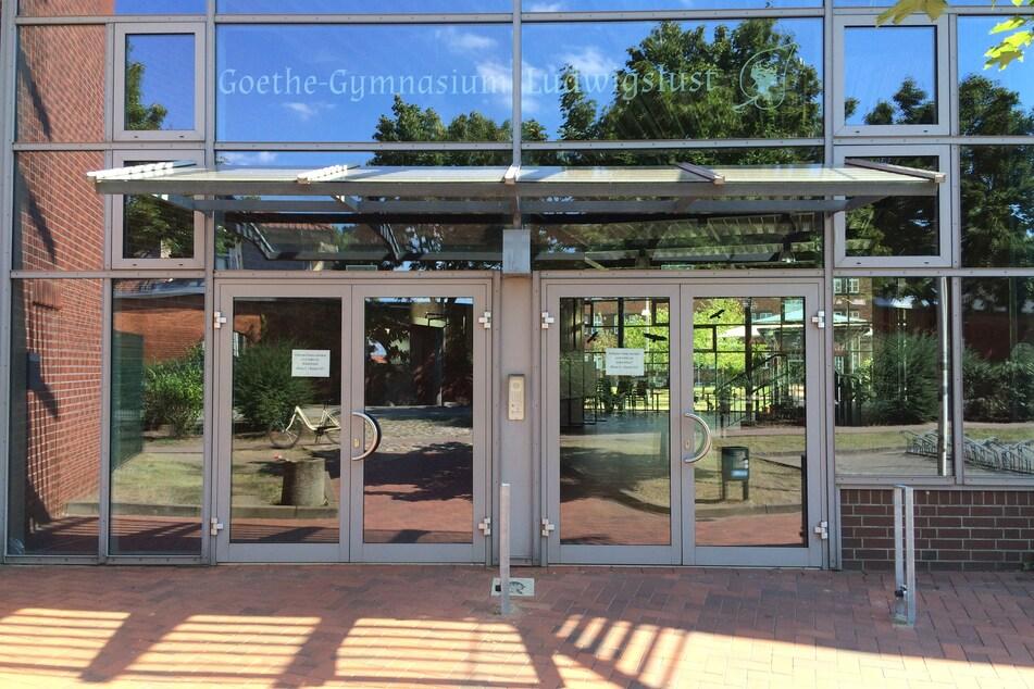 Der Eingang des Goethe-Gymnasiums. Das Gymnasium mit rund 800 Schülern ist am 07.08.2020 wegen einer mit Corona infizierten Lehrerin geschlossen worden.
