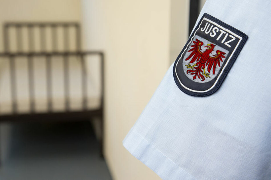 Die Beamtin auf Probe hatte zu zwei Insassen in der JVA Brandenburg (Havel) ein Verhältnis. (Symbolbild)