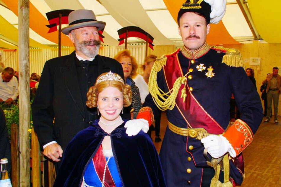 Die Schauspieler stellen die Wasen-Erfinder König Wilhelm I. und seine russische Frau Katharina dar.