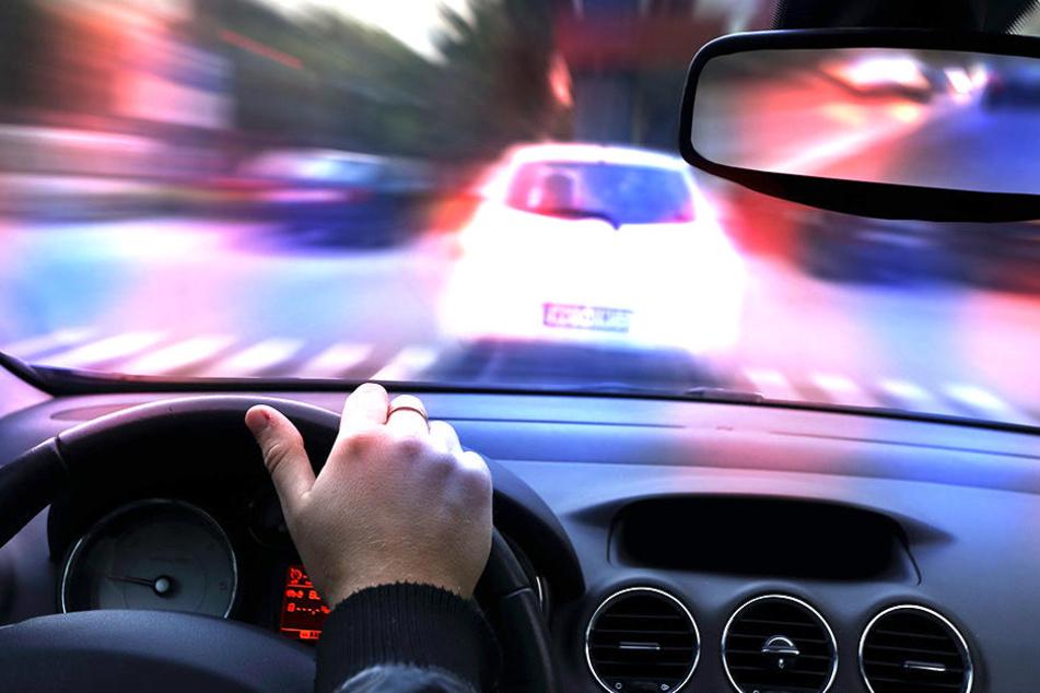 An einer Ampelanlage hielt ein Autofahrer ein Nickerchen (Symbolbild).