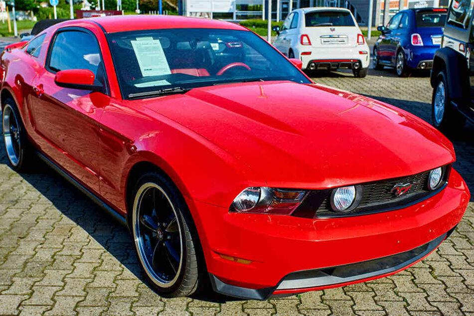 Nach der verhängnisvollen Probefahrt war der Ford Mustang ein wirtschaftlicher Totalschaden. (Symbolbild)