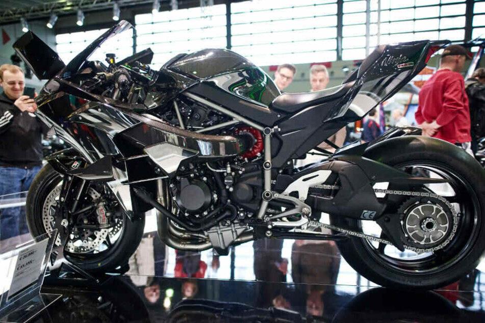 Doe Kawasaki Ninja H2R erreicht eine Spitzengeschwindigkeit von rund 300 km/h.