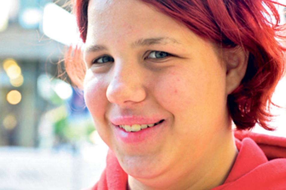"""Hanna Strauß (18), Studienanfängerin aus Chemnitz, wählt zum ersten Mal: """"Mir ist es wichtig, mitzuentscheiden wer regiert. Meine Stimme bekommt Die Linke."""""""