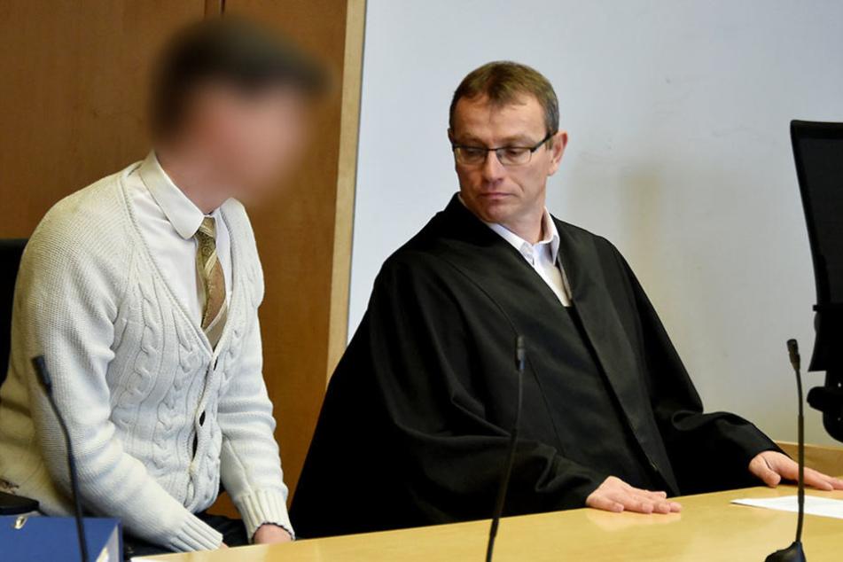 Jan G. und sein Anwalt am Dienstag zum Prozessbeginn im Landgericht in Frankfurt (Oder).