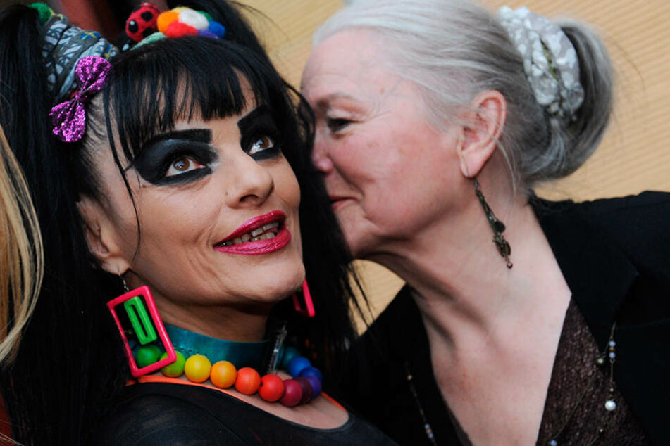 Eva-Maria Hagen und ihre Tochter Nina (63) - Mutter und Tochter sind in vielen Bildern zu erkennen.