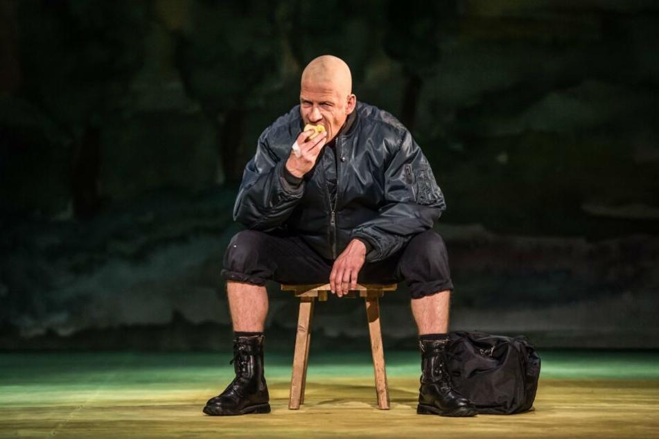 Marius Marx als knallharter Neonazi Adam.
