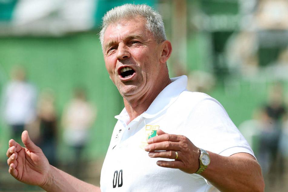 BSG-Trainer Dietmar Demuth kann mit seiner Mannschaft den Durchmarsch in die Regionalliga klar machen. Klappt das, gehts zum Feiern nach Mallorca!