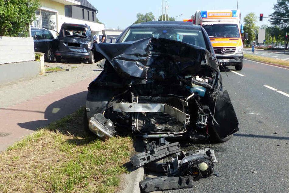 Rentner löst mit Spurwechsel Massen-Crash aus