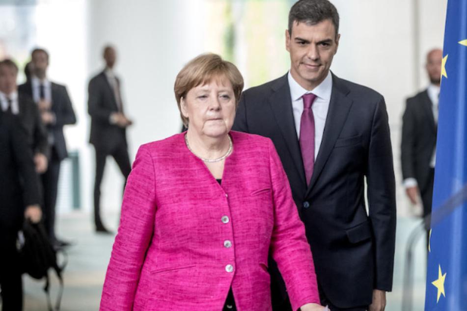 Kanzlerin Angela Merkel (63, CDU) mit Spaniens Ministerpräsident Pedro Sanchez (46). (Archivbild)
