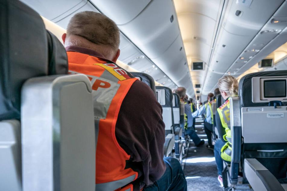 An Bord der Maschine waren unter anderem mehrere Bundespolizisten und Dolmetscher (Symbolfoto).