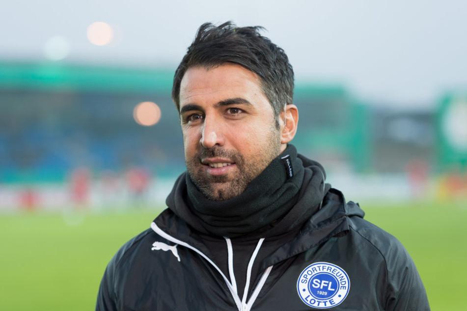 Ismail Atalan, Trainer der Sportfreunde Lotte drückt mit Torsten Ziegner die Schulbank.