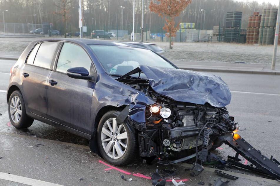 Der VW wurde stark demoliert.