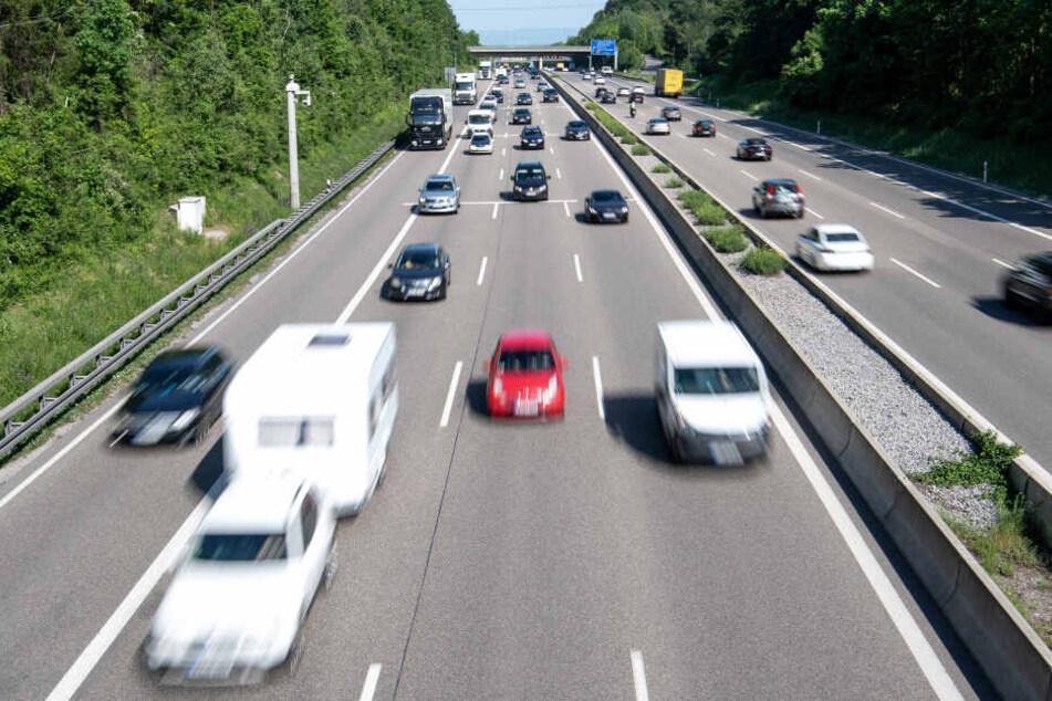 Glück im Unglück: Aufmerksame Autofahrer verhindern schweren Unfall auf der A8