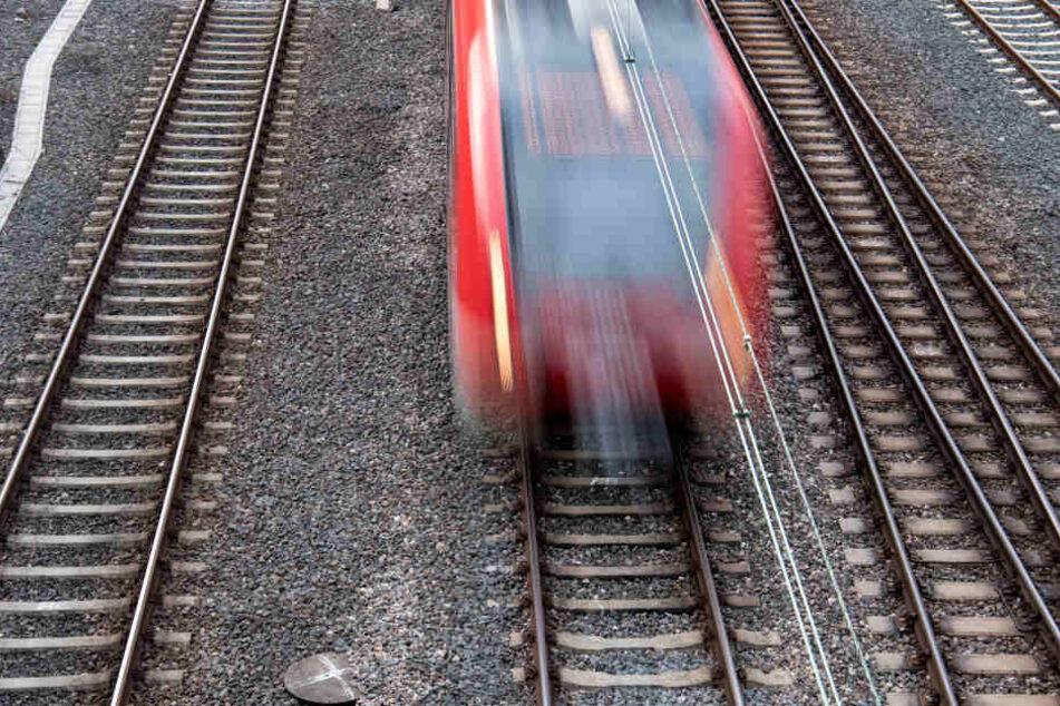 Wegen Modernisierungsarbeiten bleibt die Strecke bis voraussichtlich Ende März gesperrt (Symbolbild).