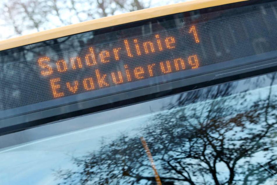 Reisebus kracht auf Usedom gegen Baum