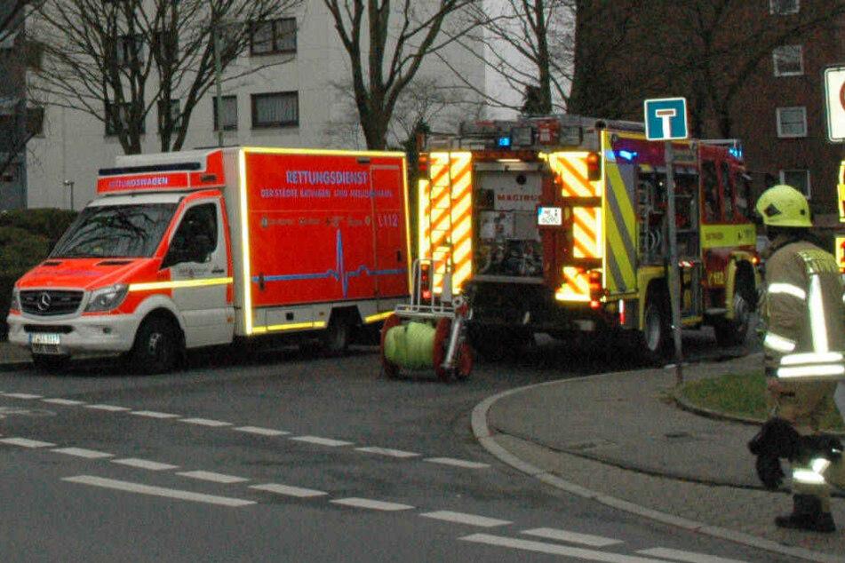Eine 81-Jährige musste aus der brennenden Wohnung gerettet werden.