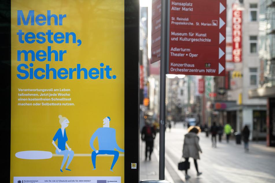 Die Infektionszahlen bleiben in NRW auf einem konstant hohem Niveau. (Symbolbild)