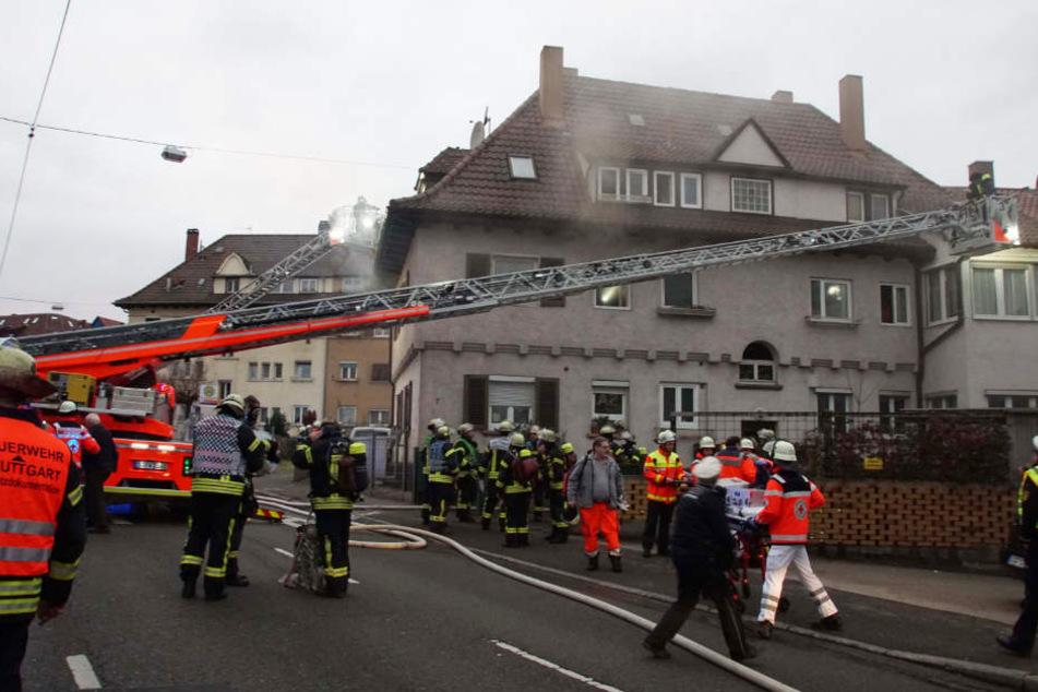 Das Feuer war offenbar bei der Benutzung eines Holzofens ausgebrochen.