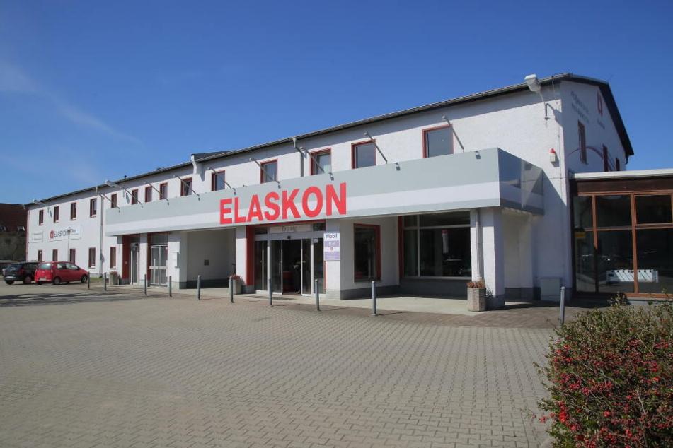 Elaskon stellt jährlich rund 7800 Tonnen Schmierstoffe, Trennmittel, Korrosions- und Pflegemittel her.