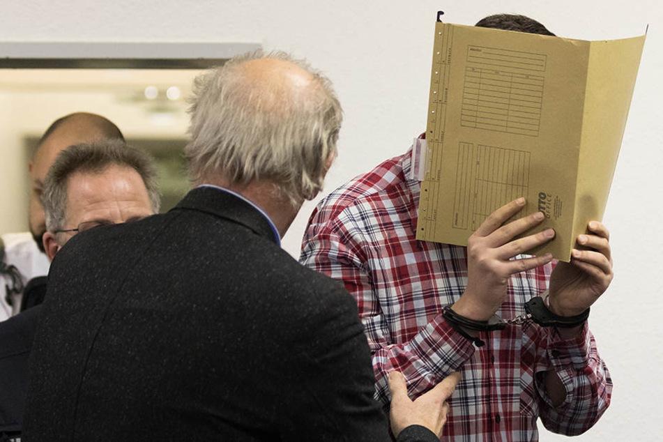 Vor dem Landgericht Verden muss sich der 19-jährige Täter nun wegen Mordes verantworten.