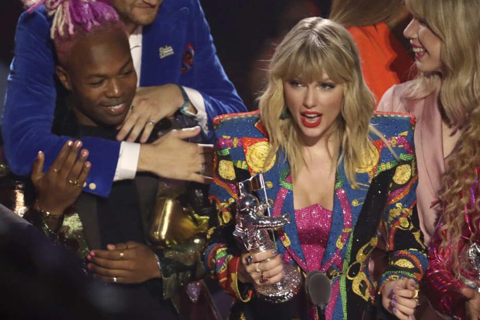 """Taylor Swift (29) bekommt die Auszeichnung """"Video des Jahres"""" für """"You Need to Calm Down""""."""