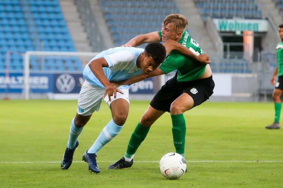 Jung und frech! Jermain Nischalke (18, l., hier gegen den Fürstenwalder Kilian Pascal Zaruba) scheut keinen Zweikampf.