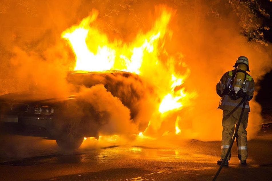 Die Feuerwehr musste in der Nacht zu Sonntag erneut zu einem Brand ausrücken. (Symbolbild)