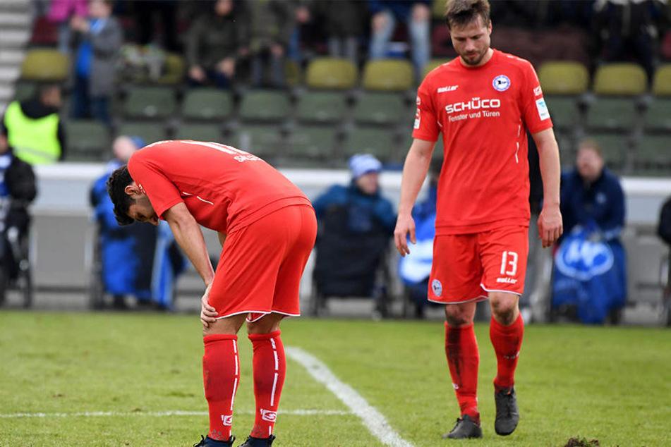 Die Bielefelder Stephan Salger (links) und Julian Börner standen nach der 3:2 Niederlage auf dem Platz. Die Enttäuschung war groß!