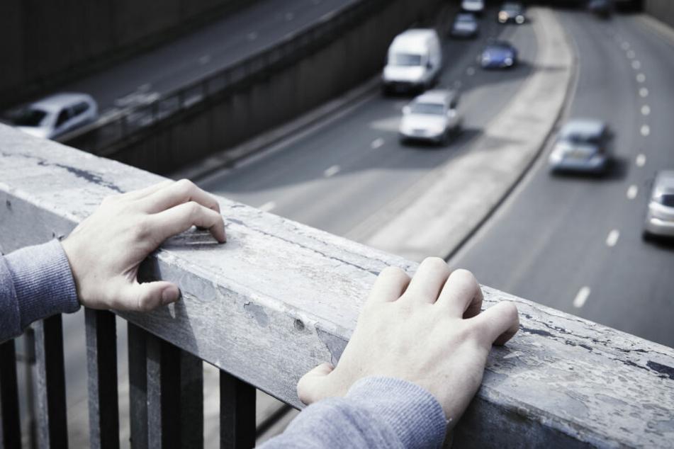 Der Teenager wollte Klimmzüge von der Brücke (Symbolbild).