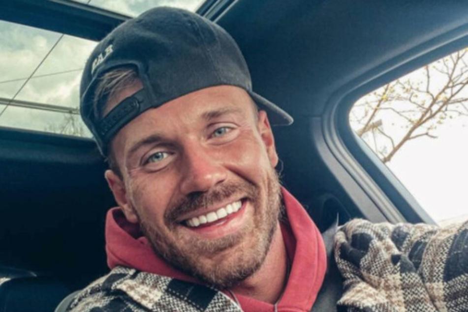 Chris Stenz (31) schlug nach dem Liebes-Aus mit der 29-Jährigen jede Menge Hass im Netz entgegen. Fans vermuten hinter der Trennung nämlich eine andere Frau.