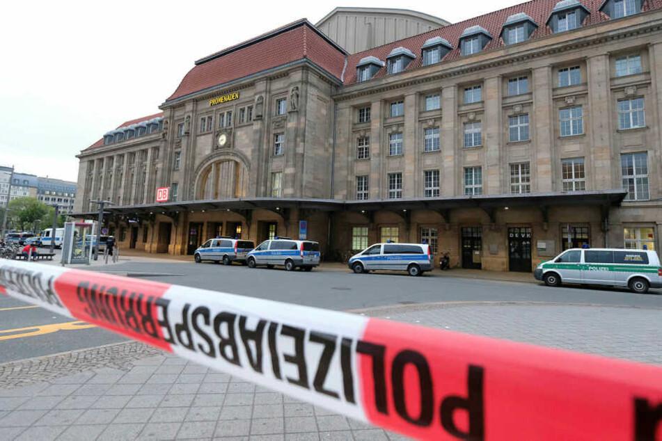 Vor dem Leipziger Hauptbahnhof ist am Freitagnachmittag ein 29 Jahre alter Marokkaner niedergestochen und schwer verletzt worden. (Archivbild)