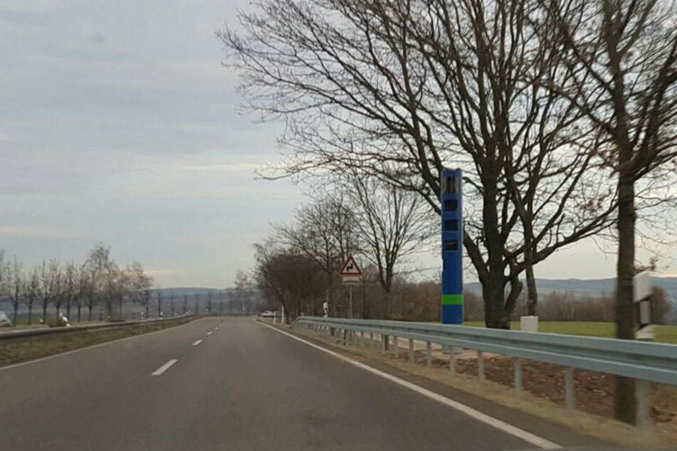An der B173 steht die erste Maut-Kontrollsäule in Sachsen.