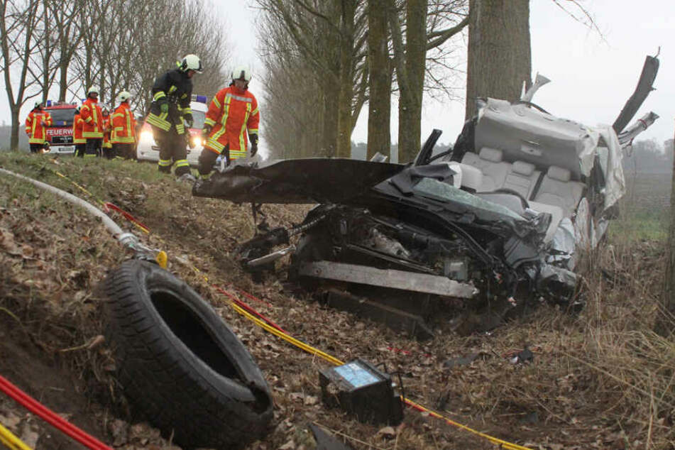 Das Auto des älteren Ehepaares wurde völlig zerstört.