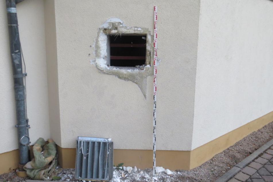 Über diesen Fahrstuhlschacht hatten die Täter versucht, ins Schulgebäude einzudringen.