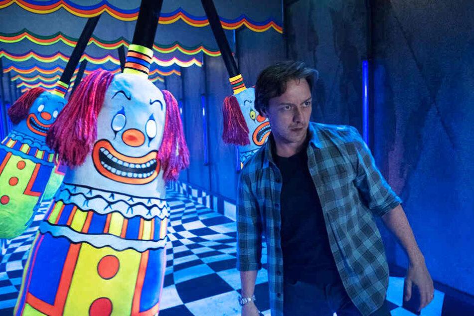 """Bill Denbrough (James McAvoy) stellt sich Pennywise - ausgerechnet im """"Fun House"""" auf einem Volksfest!"""