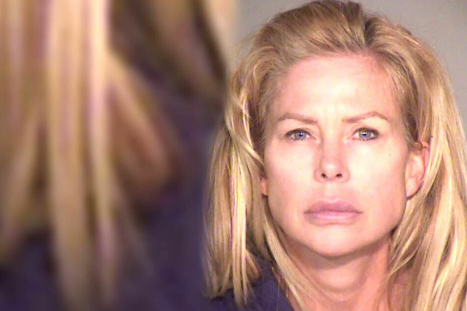 Mutter feiert wilde Drogenpartys, wo sie zwei 14-jährige Jungs verführt