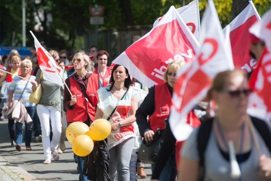 Erzieherinnen, die sich an dem Streik 2015 beteiligt haben, haben nun doch einen Anspruch auf eine Prämie.