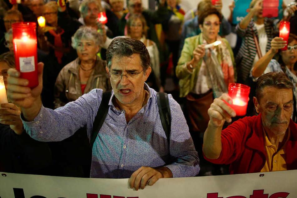 Am Dienstag protestierten in Barcelona Demonstranten gegen die Verhaftung katalanischer Aktivisten.
