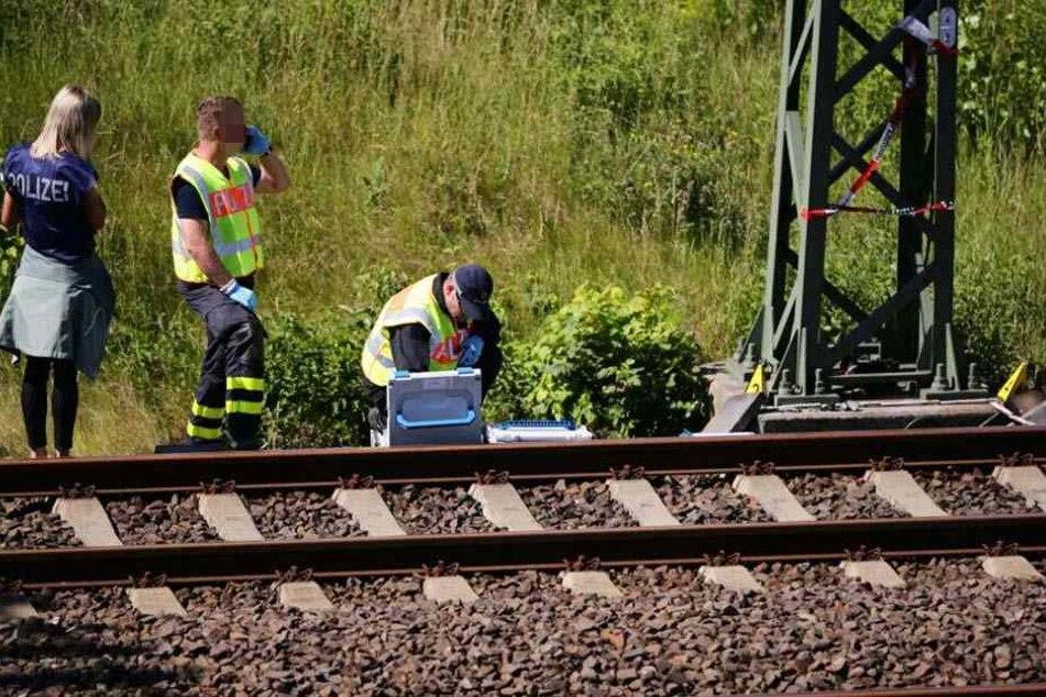 Ermittler sichern einen der Tatorte in Leipzig. Das Operative Abwehrzentrum hat den Fall übernommen.