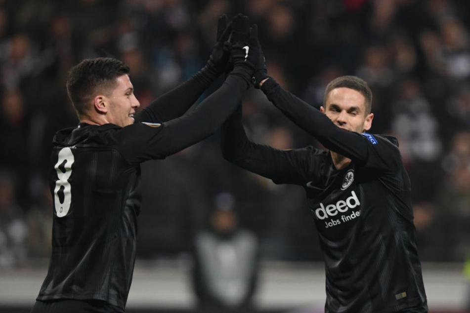 Da kann man ruhig mal abklatschen: Luka Jovic (Re.), Mijat Gacinovic und Co. sorgten für die nächste Europa-Gala der Eintracht.