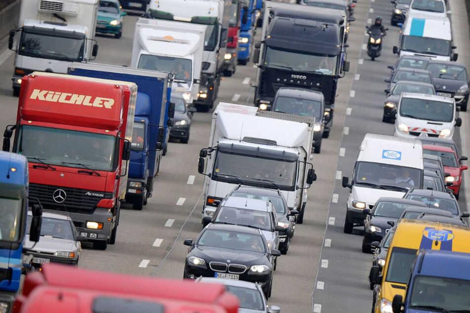 Mann (23) läuft auf die Autobahn und wird von fünf Autos überrollt