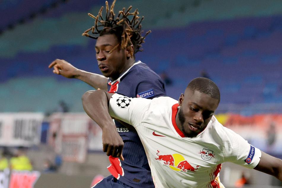 Dayot Upamecano (22, r.) hat sich im Champions-League-Spiel gegen Paris Saint-Germain eine Muskelfaserverletzung zugezogen.
