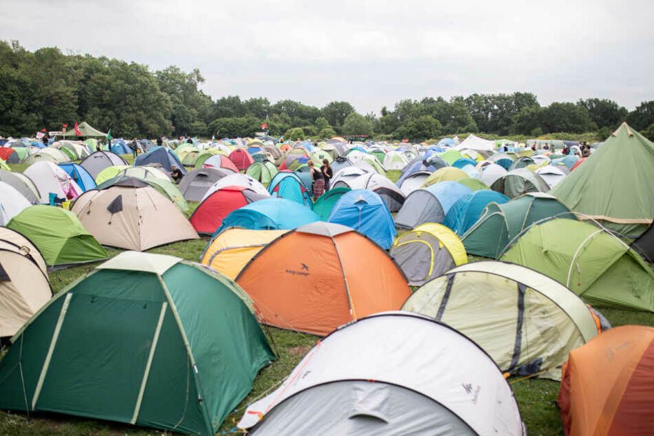 Die Aktivisten campen in einem großen Zeltcamp.