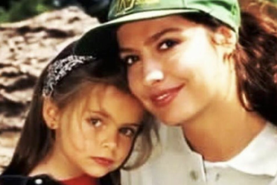 Mutter und Tochter: Sophia (l.) und Simone Thomalla (r.) müssen von ihrem Rudi Abschied nehmen.