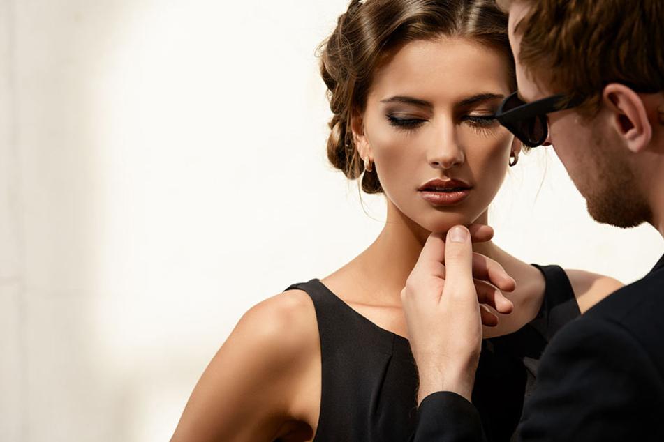 Mal wieder seine Wirkung auf Männer austesten! Viele Frauen Mitte 30 fühlen sich davon gereizt.