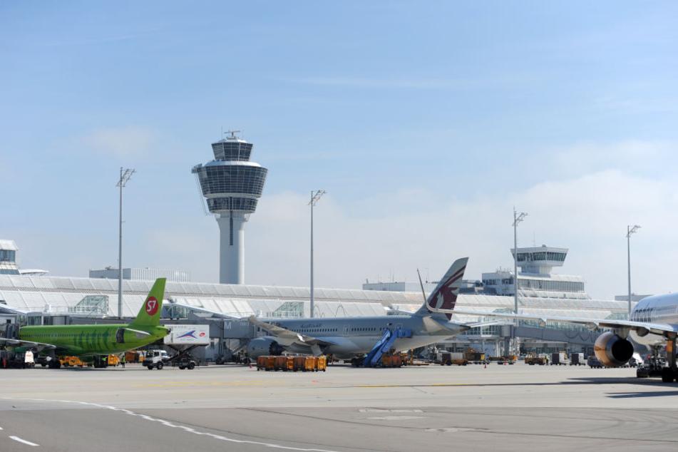 Fahndung am Flughafen München erfolgreich. Die Person wurde durch die Bundespolizei in Gewahrsam genommen.