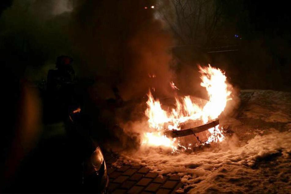 In der Nacht zu Montag nahmen Linksradikale Rache an einem Wagen eines Lokalfußballers.