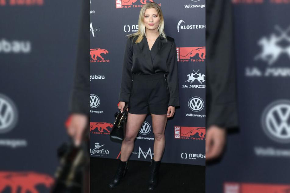 Luna Schweiger zeigt sich auf einer Veranstaltung.