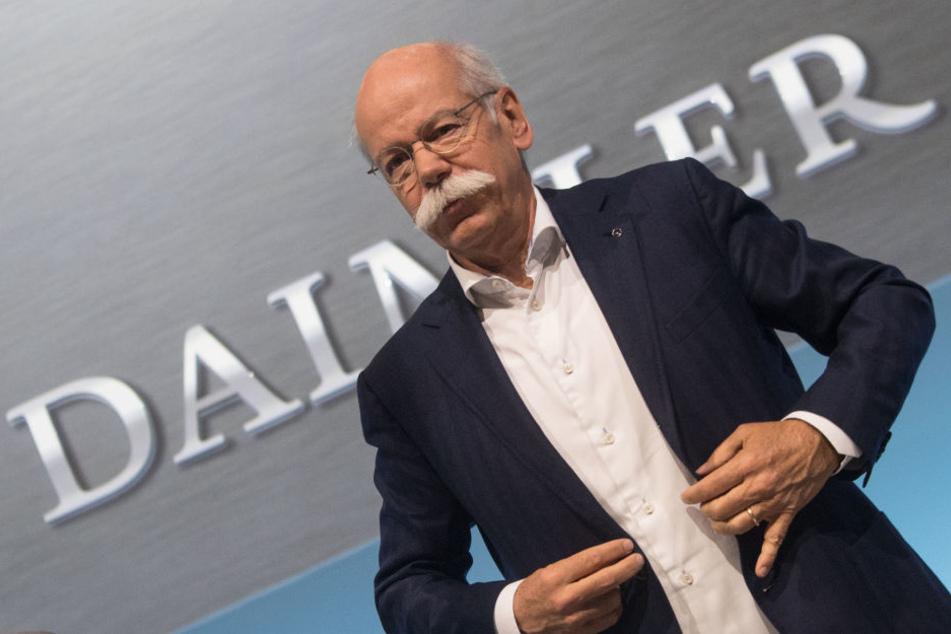 Dieses Gehalt bekommt Daimler Vorstandschef Zetsche für 2017!